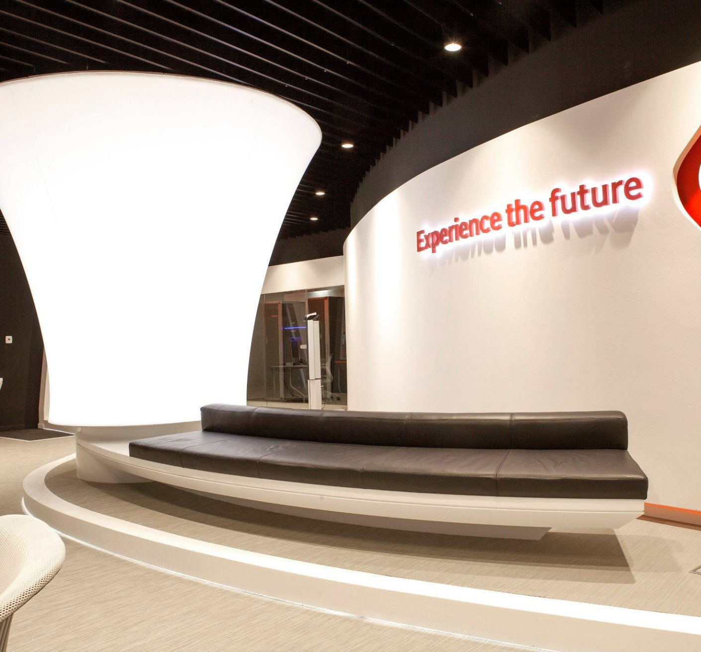 VODAFONE-Customer-Experience-Center-Pipera_Trivenus-Ama-Design_01