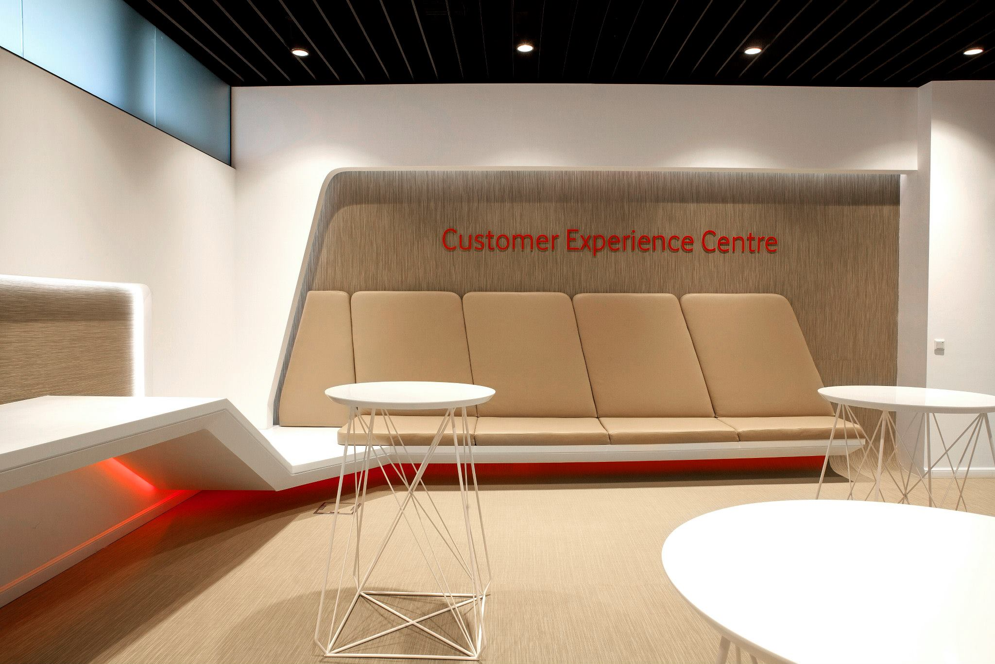 VODAFONE-Customer-Experience-Center-Pipera_Trivenus-Ama-Design_02