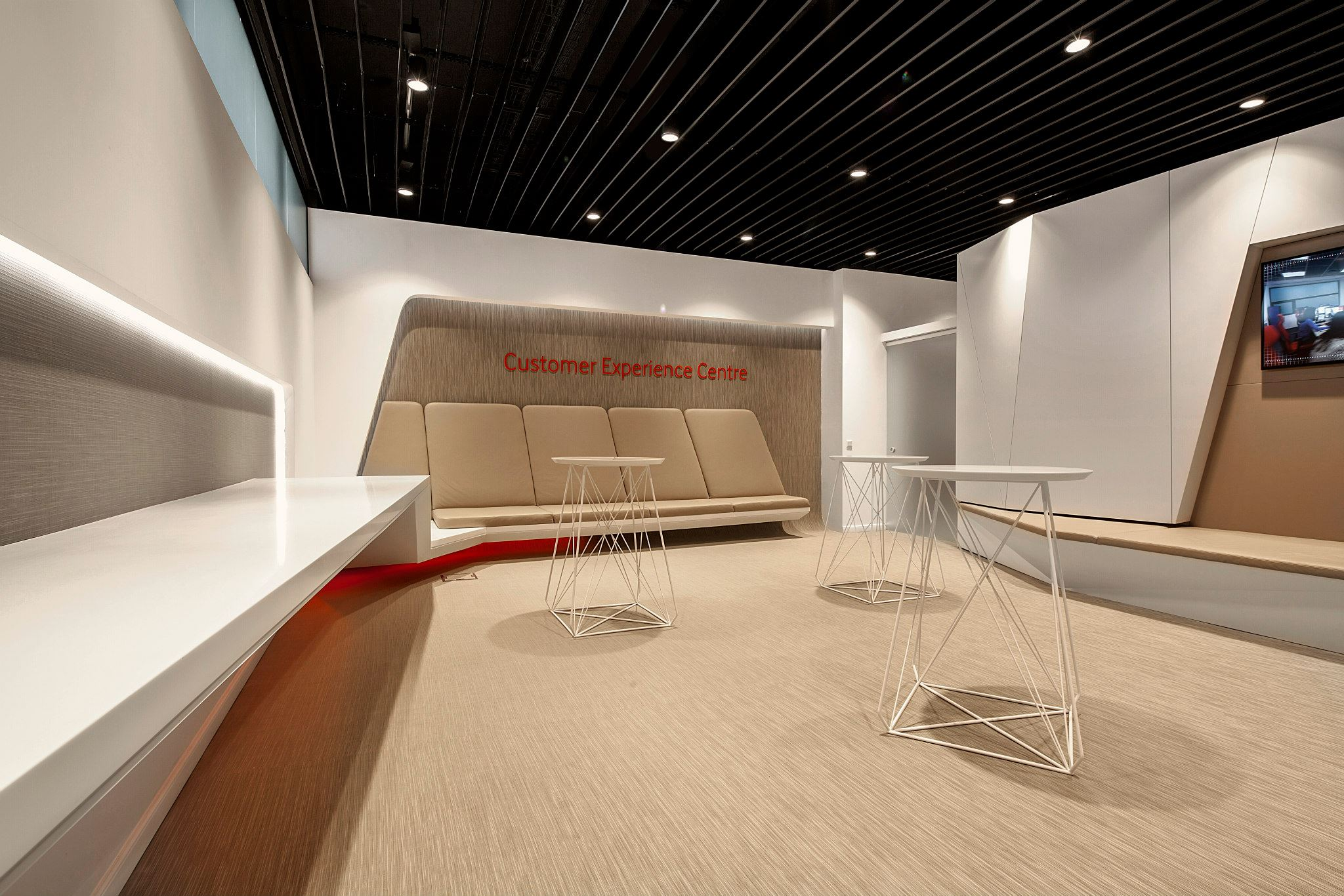 VODAFONE-Customer-Experience-Center-Pipera_Trivenus-Ama-Design_03