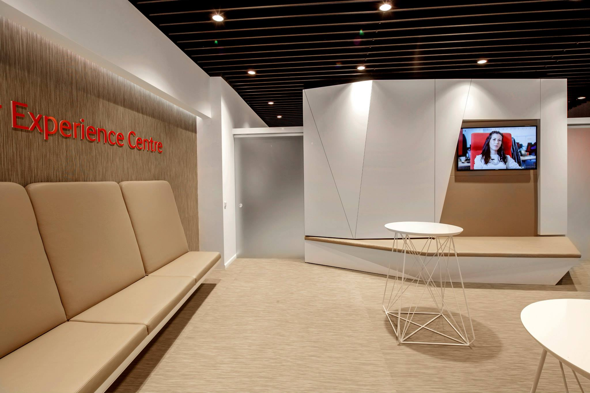 VODAFONE-Customer-Experience-Center-Pipera_Trivenus-Ama-Design_04