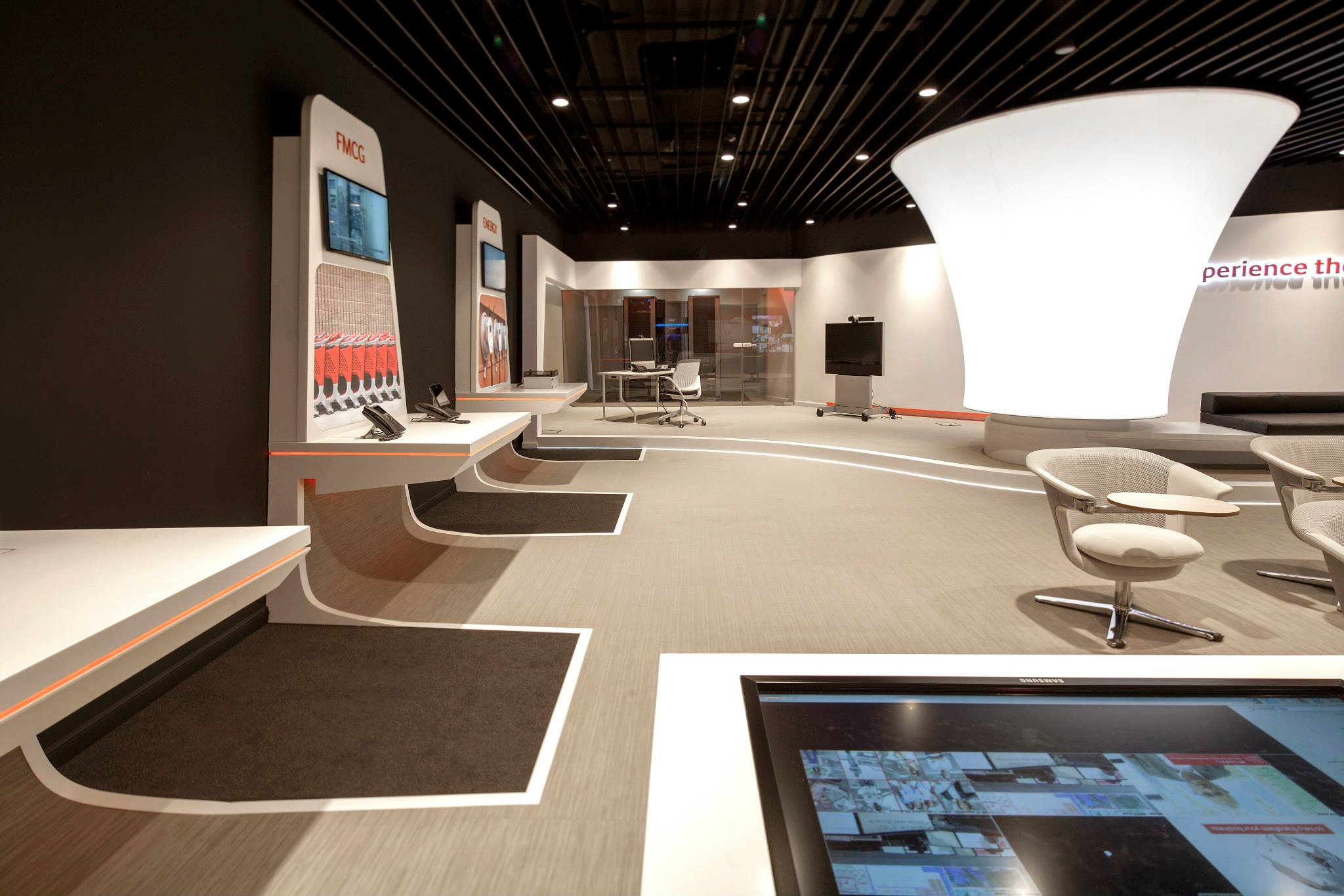 VODAFONE-Customer-Experience-Center-Pipera_Trivenus-Ama-Design_06