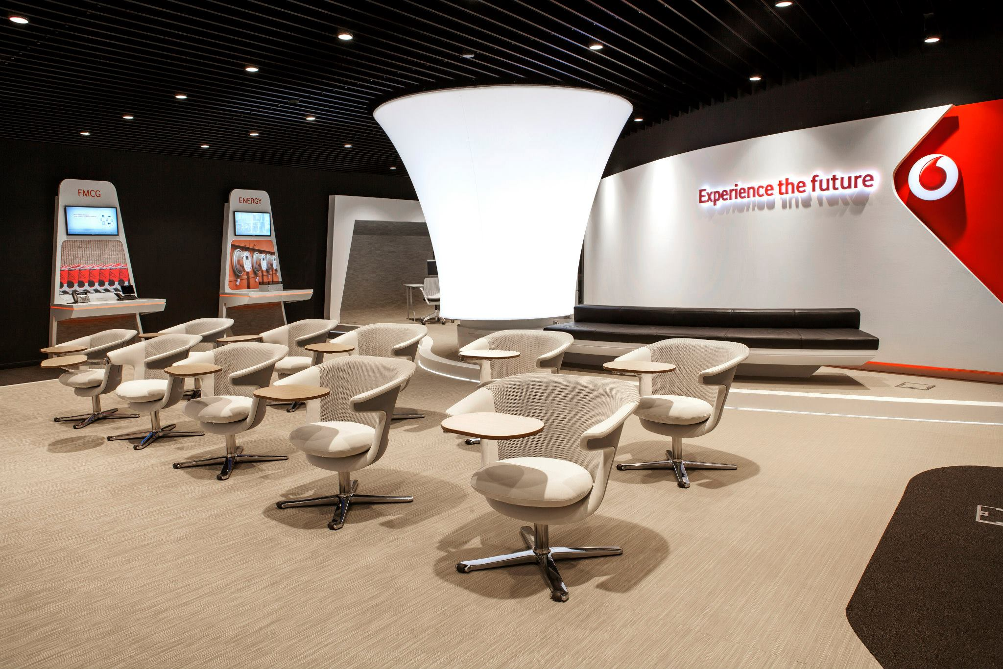 VODAFONE-Customer-Experience-Center-Pipera_Trivenus-Ama-Design_09